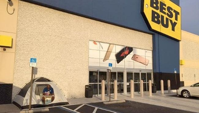 A Guy in Florida Is Already Camped Out at Best Buy For Black Friday
