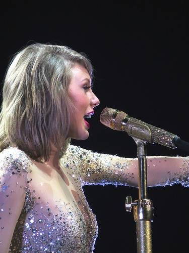 Taylor Swift Sent Flowers and a Handwritten Card to a Fan's Graduation Party