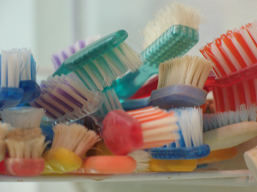 There's a New Toothbrush That Cleans Your Teeth in 10 Seconds