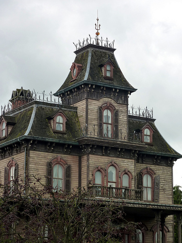 Would You Live in a House That Might Be Haunted?