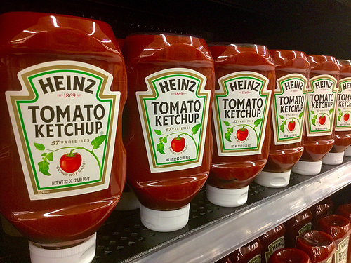 "Heinz's Overseas Ketchup-Mayo Hybrid Is Called ""Mayochup"" . . . and You Can Vote to Bring It to America"