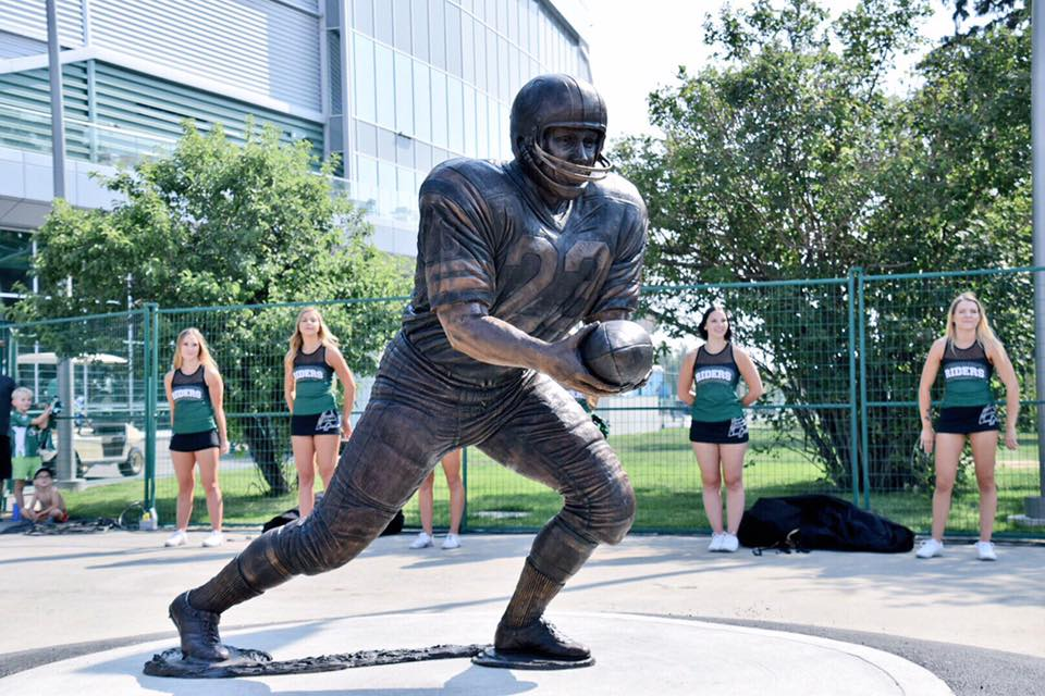 Riders immortalize Ron Lancaster and George Reed with statues