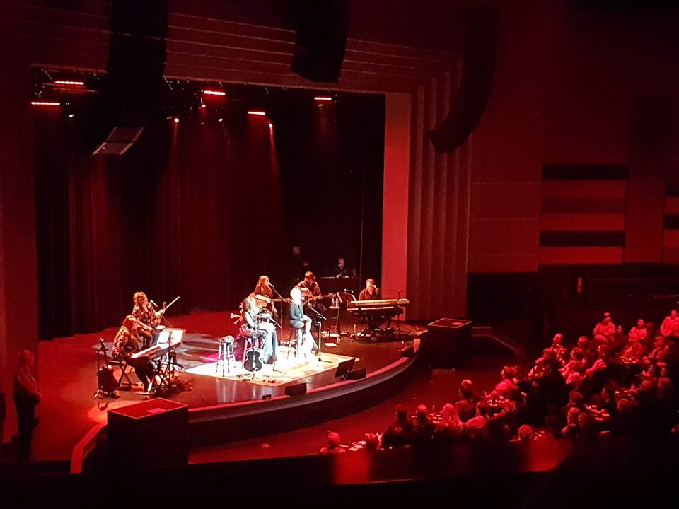 Pam Tillis and Lorrie Morgan Play Sold out Show in Regina (Pics)