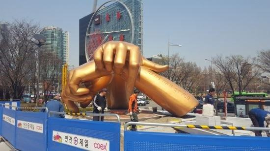 Psy Going Psyco Over A Statue Dedicated To Him?