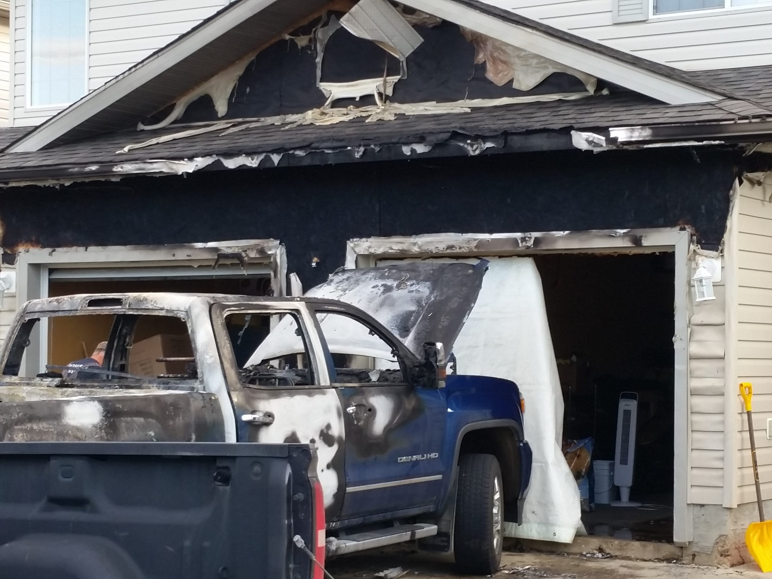 Fire in Timberlea Extinguished, Damage to Vehicles and Home