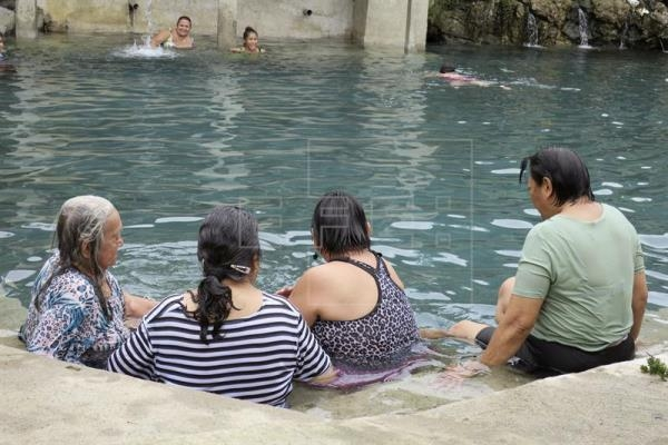 Ecuador Indian community offers ancestral therapy to tourists