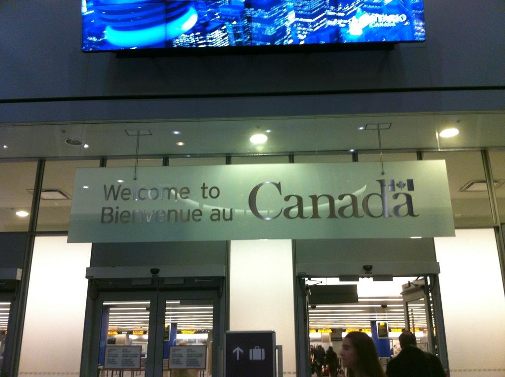 Alrededor de 1.400 inmigrantes son expulsados anualmente de Canadá por incumplimiento de residencia