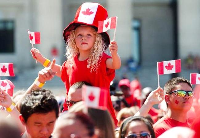 Las solicitudes de ciudadanía canadiense disminuyen radicalmente por sus elevados costes