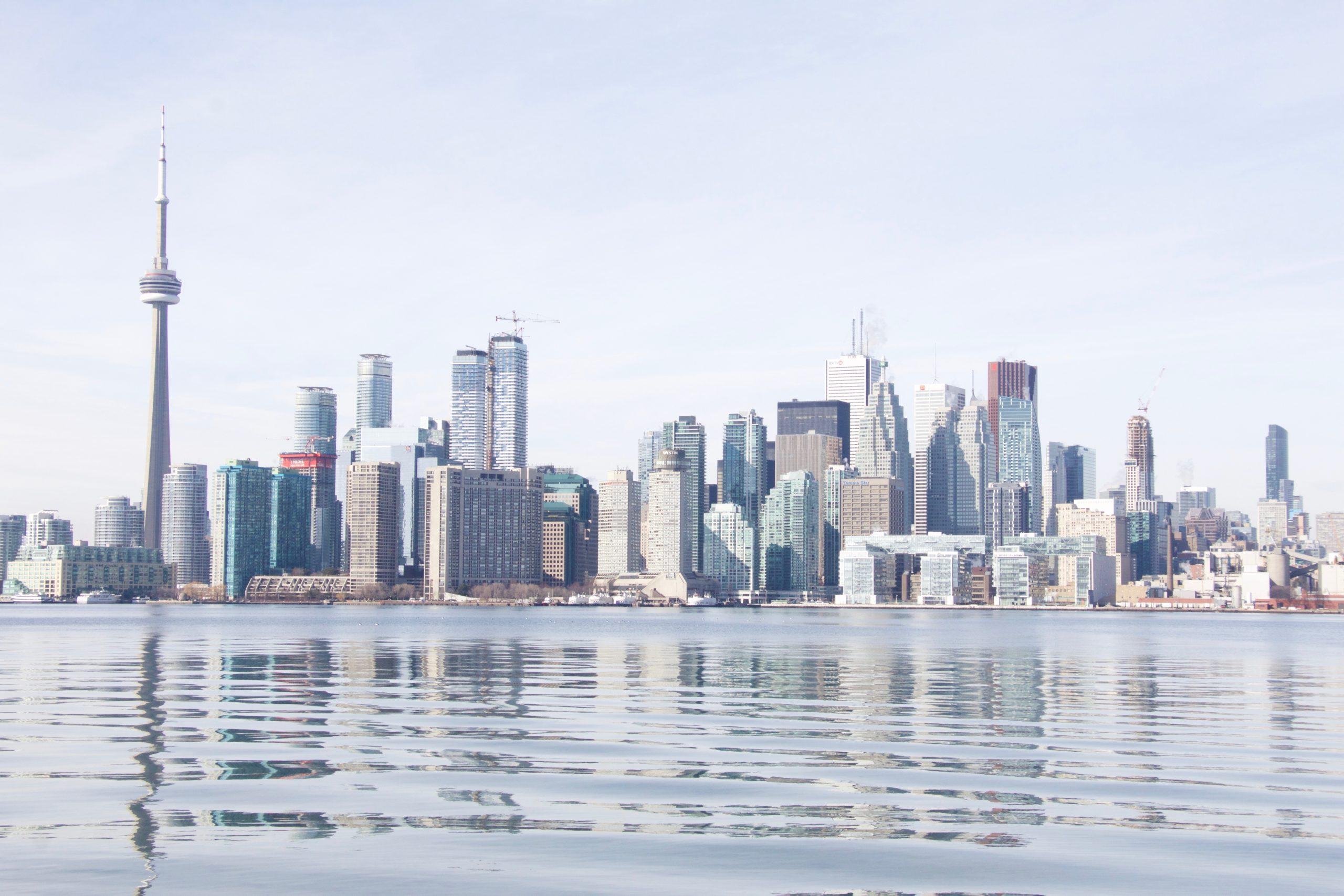 Los canadienses huyen de Toronto, Montreal y Vancouver