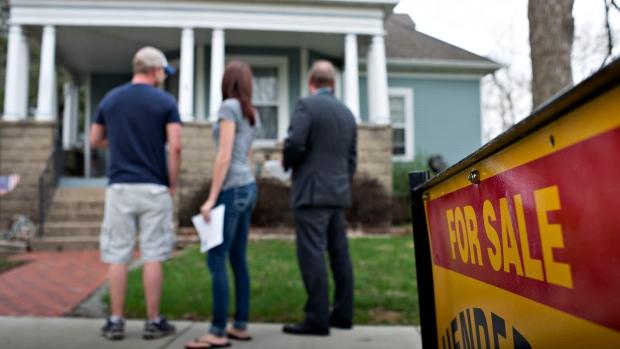 2 big banks raise alarm over Toronto housing 'bubble'