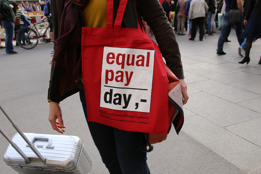Ontario urged to tackle gender pay gap with transparency law