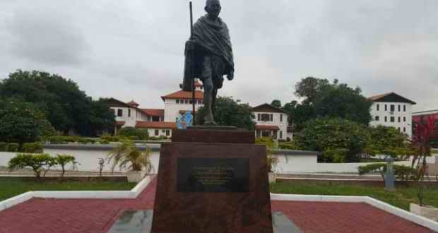Over 1,300 sign petition to have statue of Gandhi removed