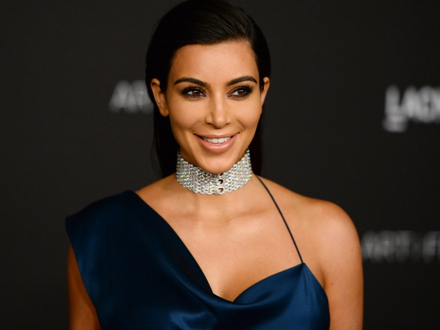 Kim Kardashian held at gunpoint in Paris hotel room