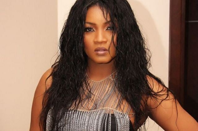 Omotola donates to orphanage in Ghana