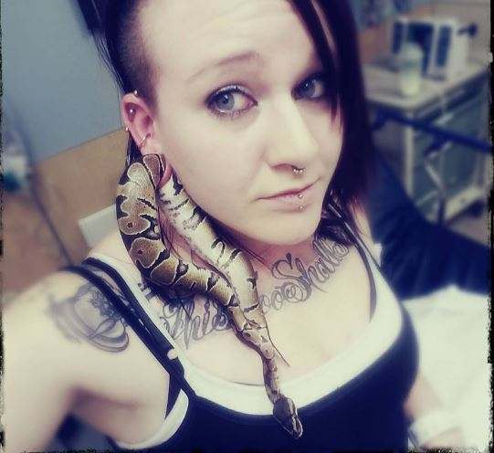 Video: Woman keeps a snake in her Earlobe and ends up in the Hospital