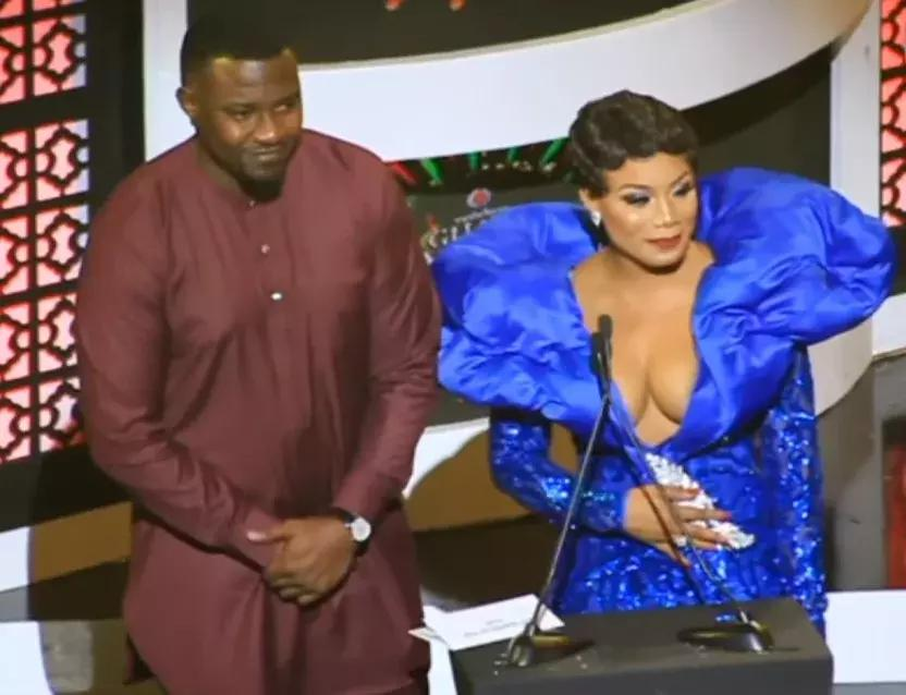 John Dumelo sings Nana Addo's campaign song at VGMA; offers V8 to M.anifest