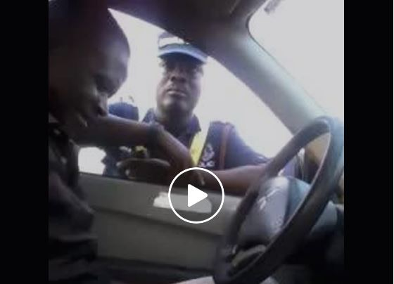 Video: Ghanaian Policeman caught on camera trying to extort money from a driver