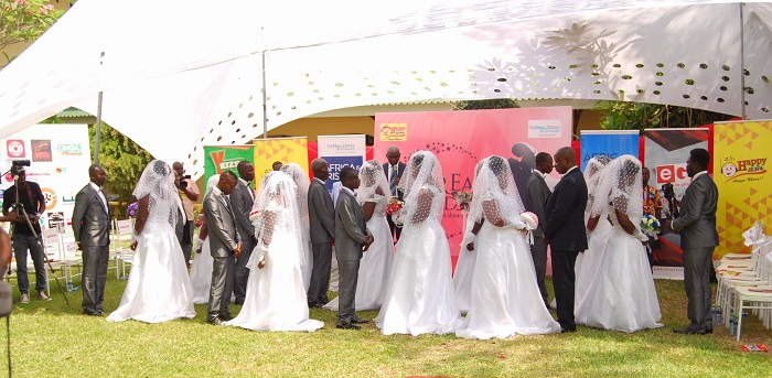 10 Couples Tie the Knot at Happy FM Dream Wedding