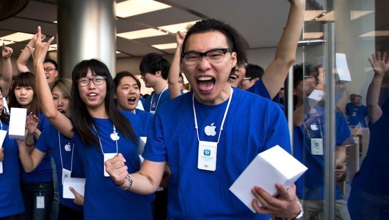 Thieves Dressed Like Apple Workers Keeps Stealing iPhones