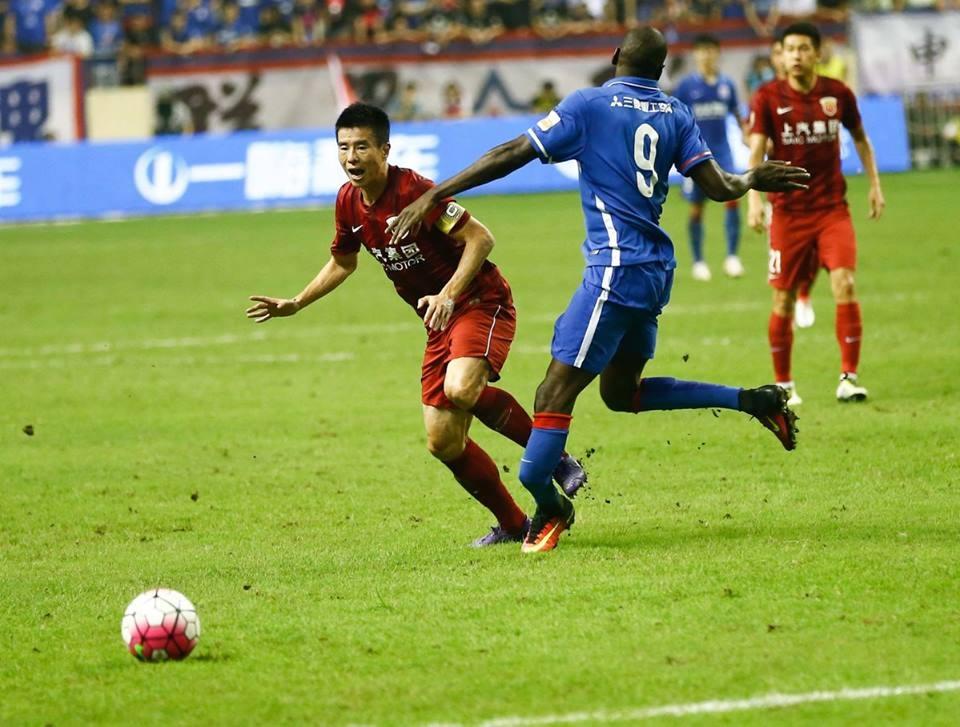 Ex-Chelsea striker Demba Ba suffers broken leg