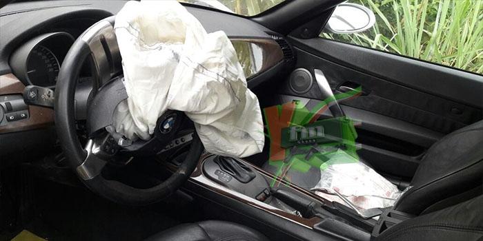 PHOTOS: Business Mogul Kenpong Crashes His $50,000 BMW into a Daewood salon car