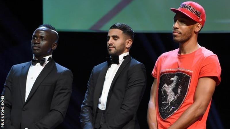 Pierre-Emerick Aubameyang explains his t-shirt and cap at awards ceremony