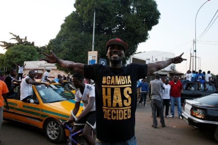 West African military halt Gambia operation, issue Jammeh deadline
