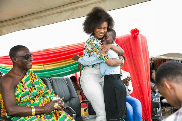 "PHOTOS: Becca Educates Over 1000 Students on ""Menstrual Hygiene"" In Kumasi"