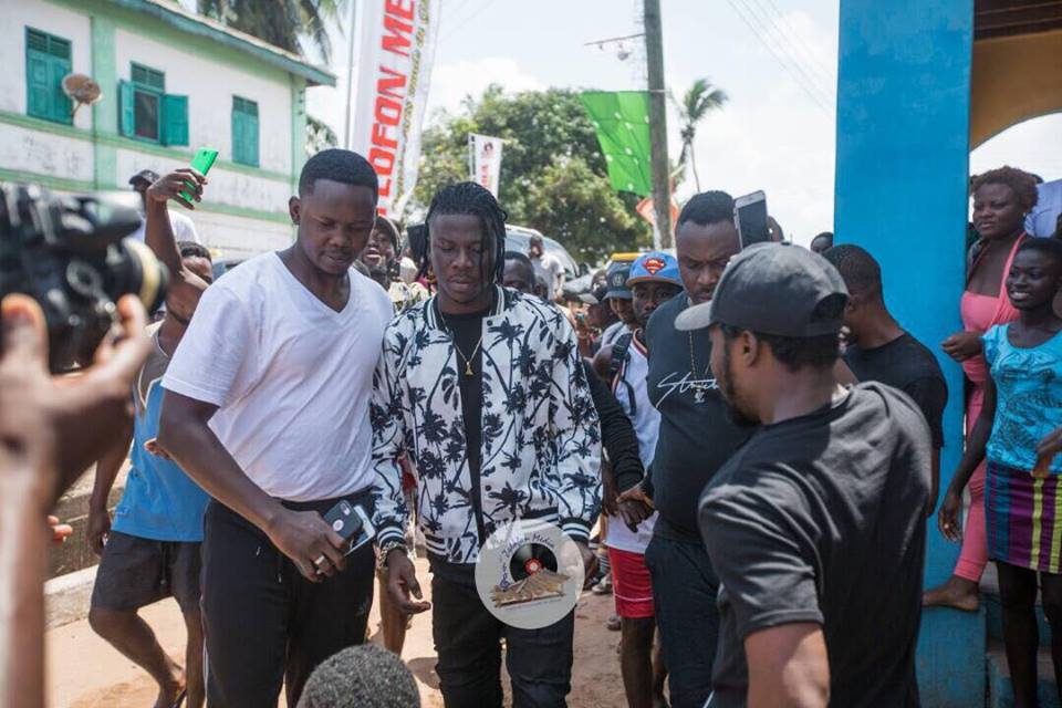 Stonebwoy Pays Courtesy Call On Chief Of Elmina