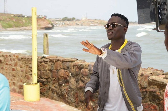 """Eboo premieres visuals for """"Bad Girl"""""""