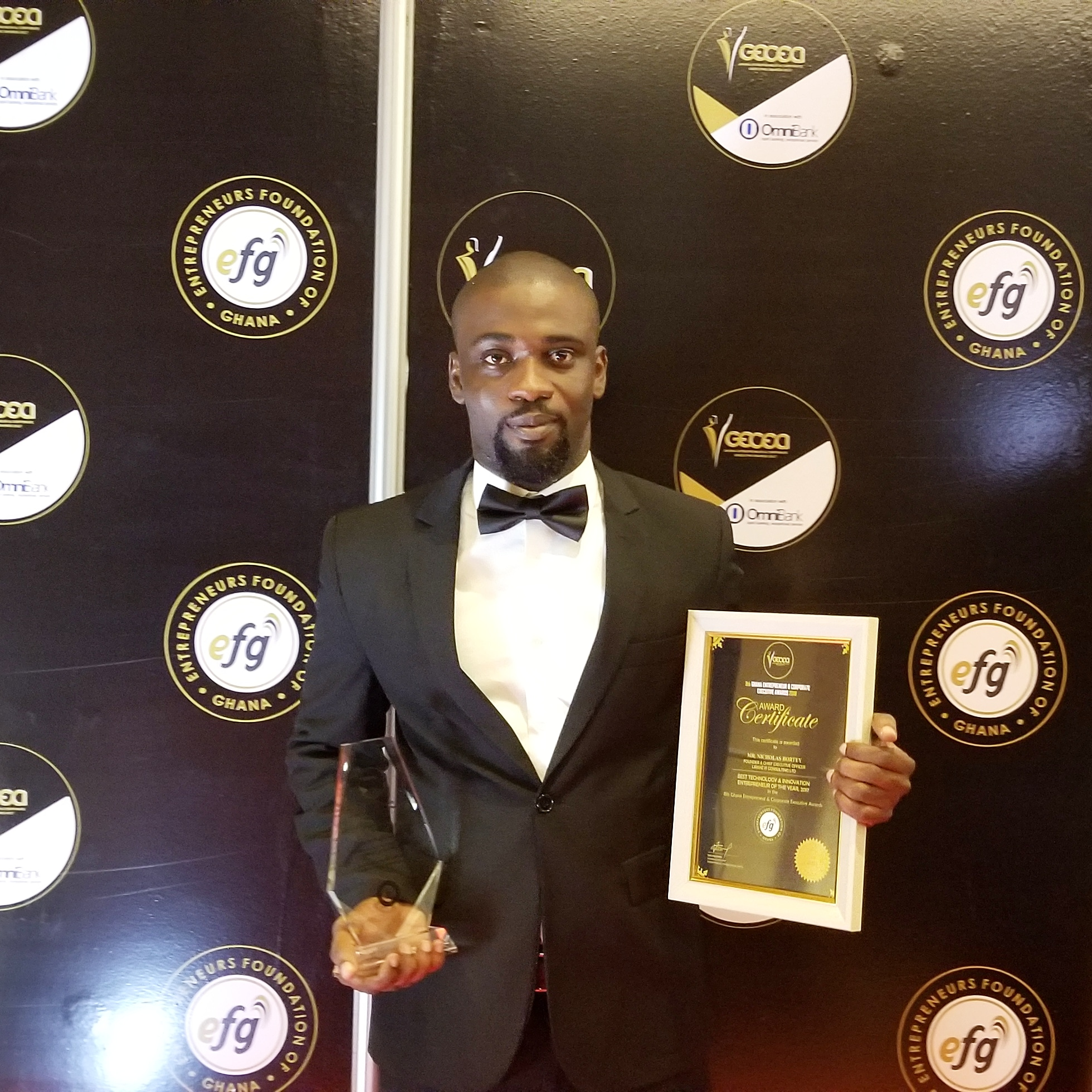CEO of Liranz, Mr. Nicholas Bortey wins Technology & Innovation of the Year at the Ghana Entrepreneur & Corporate Executives Award 2018