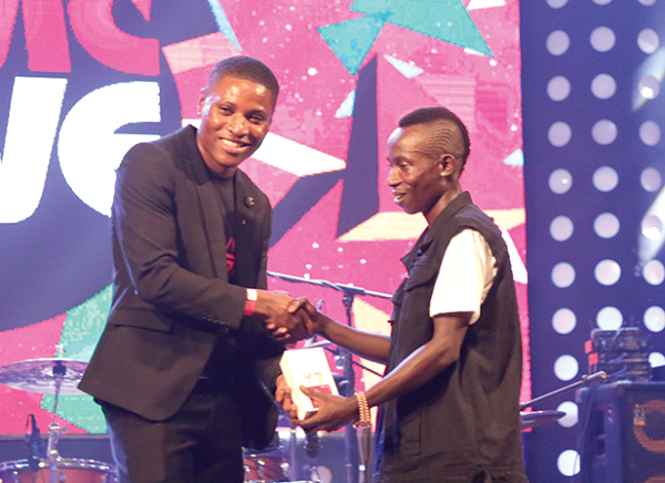 Huawei honours Patapaa with Most Popular Song of the Year award