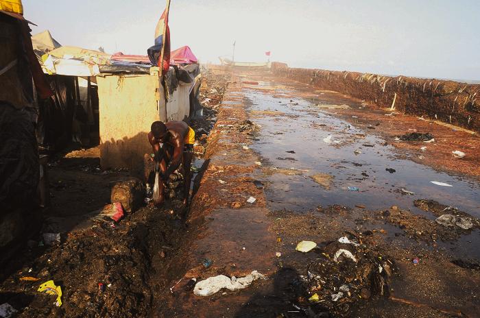 Tidal waves destroy coastal Accra, Volta