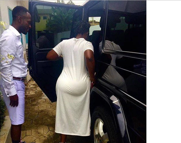 Okyeame Kwame Works Hard to Look Good – His wife says as he gets crowned  Male Fashion Celebrity Icon of the Year