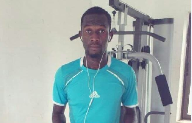 Bechem United midfielder Osman Iddrisu passes on