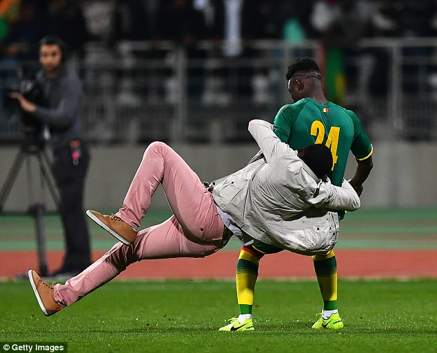 Ivory Coast vs Senegal abandoned as supporters invade pitch and chase players