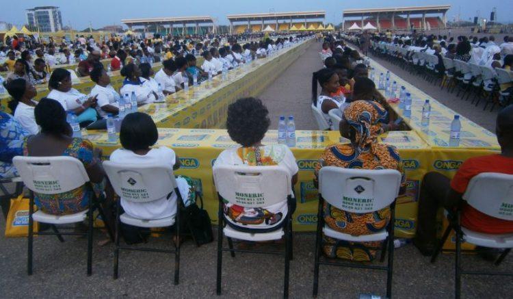ONGA BREAKS WORLD LONGEST TABLE RECORD