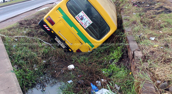 Over 30 injured after bus falls into drain