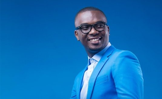 Joe Mettle performs at his manager's wedding