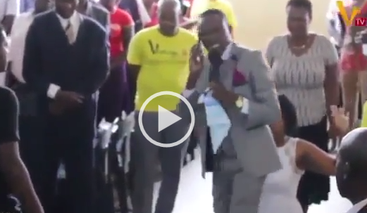 VIDEO: Pastor calls God' on phone during church service