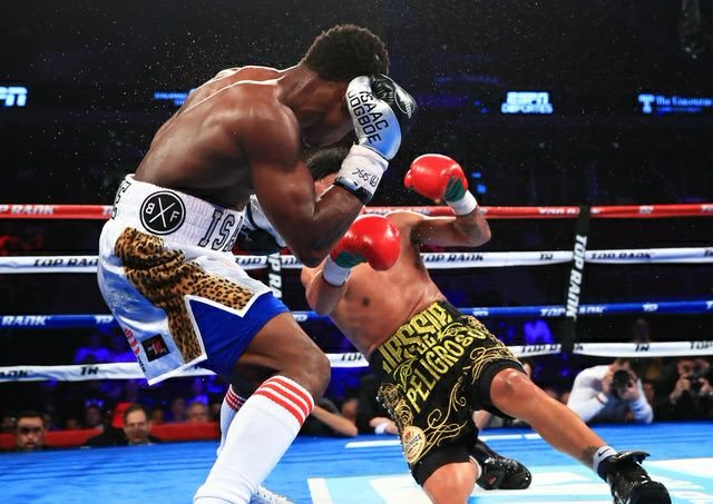Isaac Dogboe knocks out Jessie Magdaleno, becomes Ghana's eighth boxing champion