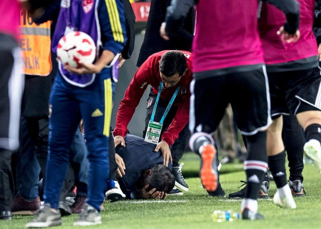 VIDEO: Fenerbahce v Besiktas -Turkish Cup semi-final abandoned after Beskitas boss hit by object from crowd
