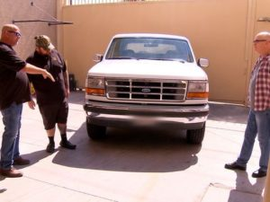 'Pawn Stars' Rick Harrison and Chumlee inspect the Ford Bronco driven in the 1994 slow-speed chase of O.J. Simpson. photo: A&E Networks