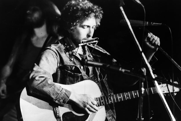 Bob Dylan's guitar expected to sell for $300,000+ at auction