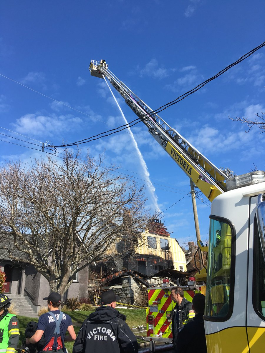 Alert teen credited in fast moving Victoria house fire