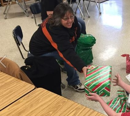 Local Shawano Woman Spreads Holiday Cheer To Children In Need