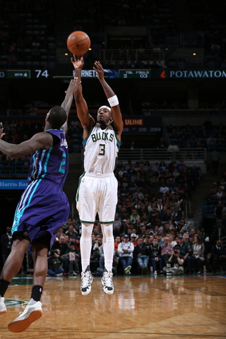 Bucks lock up at least the 6-seed with win over Charlotte