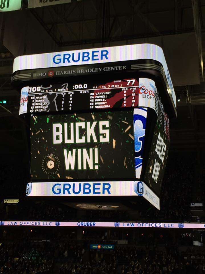 Bucks throttle Toronto, grab 2-1 series lead