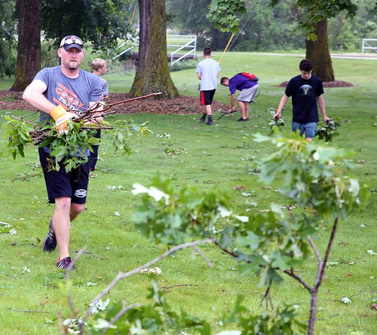 Pulaski Student Athletes Help Community In Time Of Need