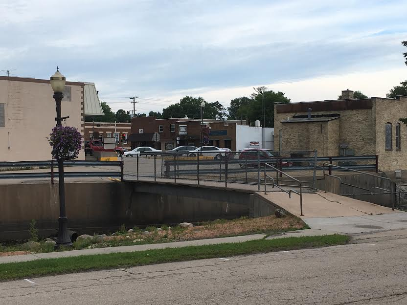 Clintonville Street Committee discusses removal of walking bridge, updates 9th Street sidewalk